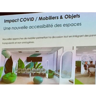 ** Le mobilier design de l'espace hospitalier s'adapte à la crise sanitaire